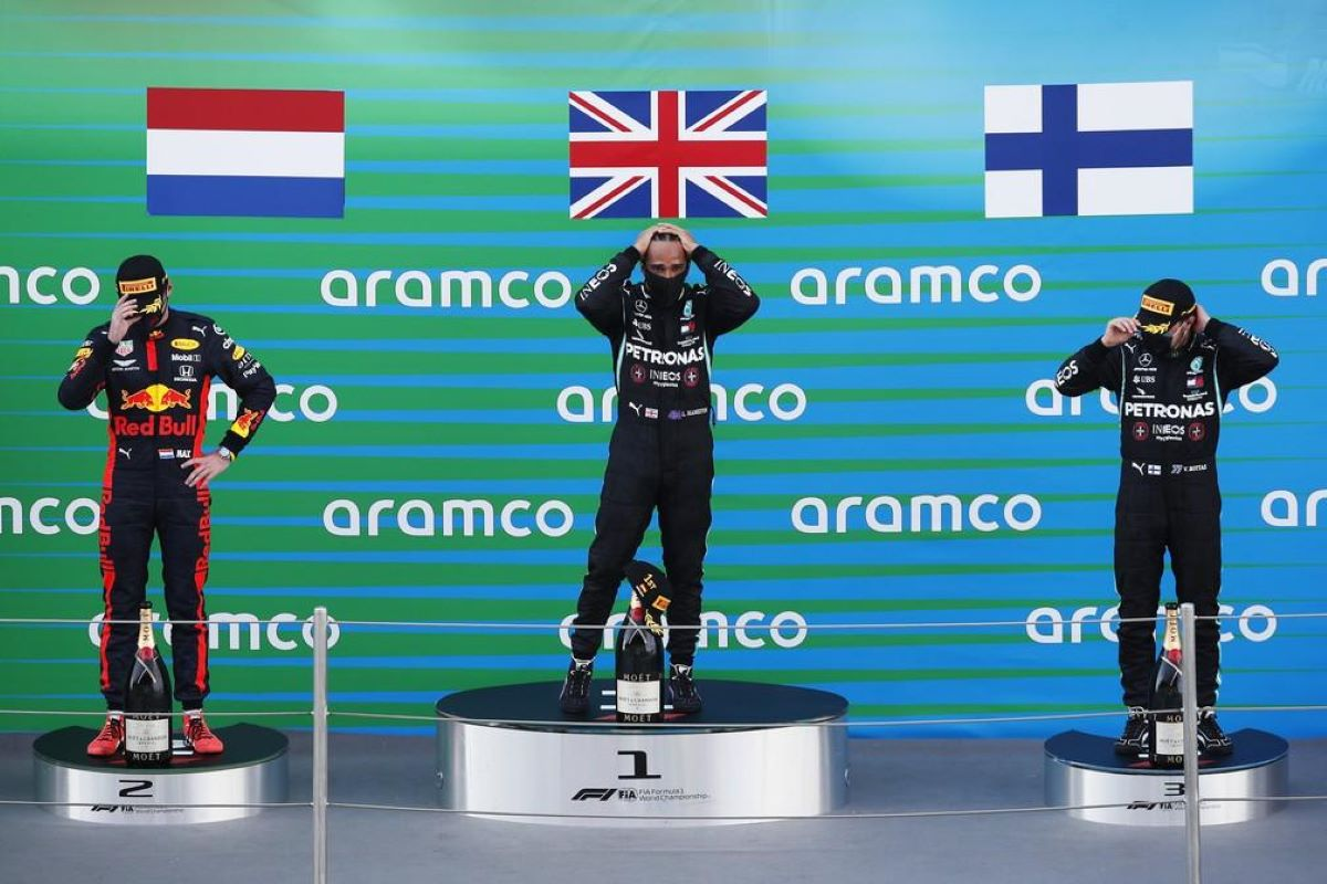 Lewis Hamilton vence