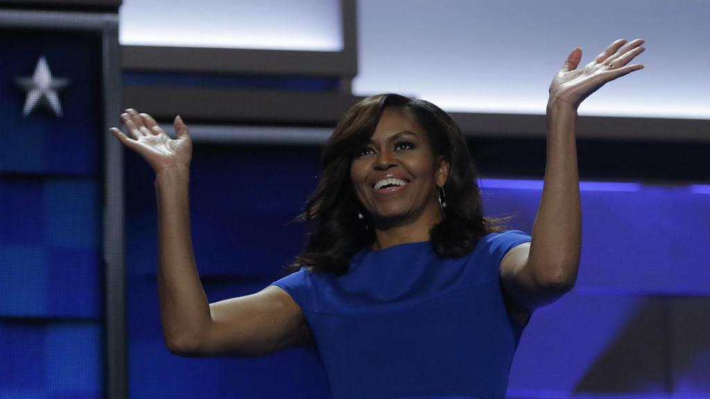 Michelle Obama faz discurso emocionante na DNC e pede para que americanos votem. FOTO: https://tvi24.iol.pt/internacional/donald-trump/michelle-obama-a-democrata-que-merece-elogios-de-trump
