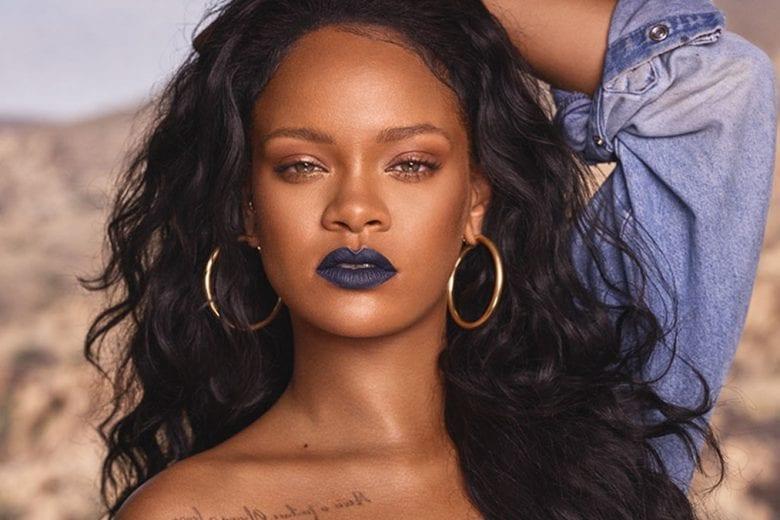 Rihanna em propaganda da sua marca de skincare. FOTO: Divulgação