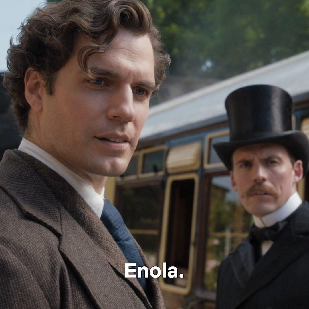Henry Cavill como Sherlock Holmes e Sam Claffin como Mycroft Holmes, no filme Enola Holmes.