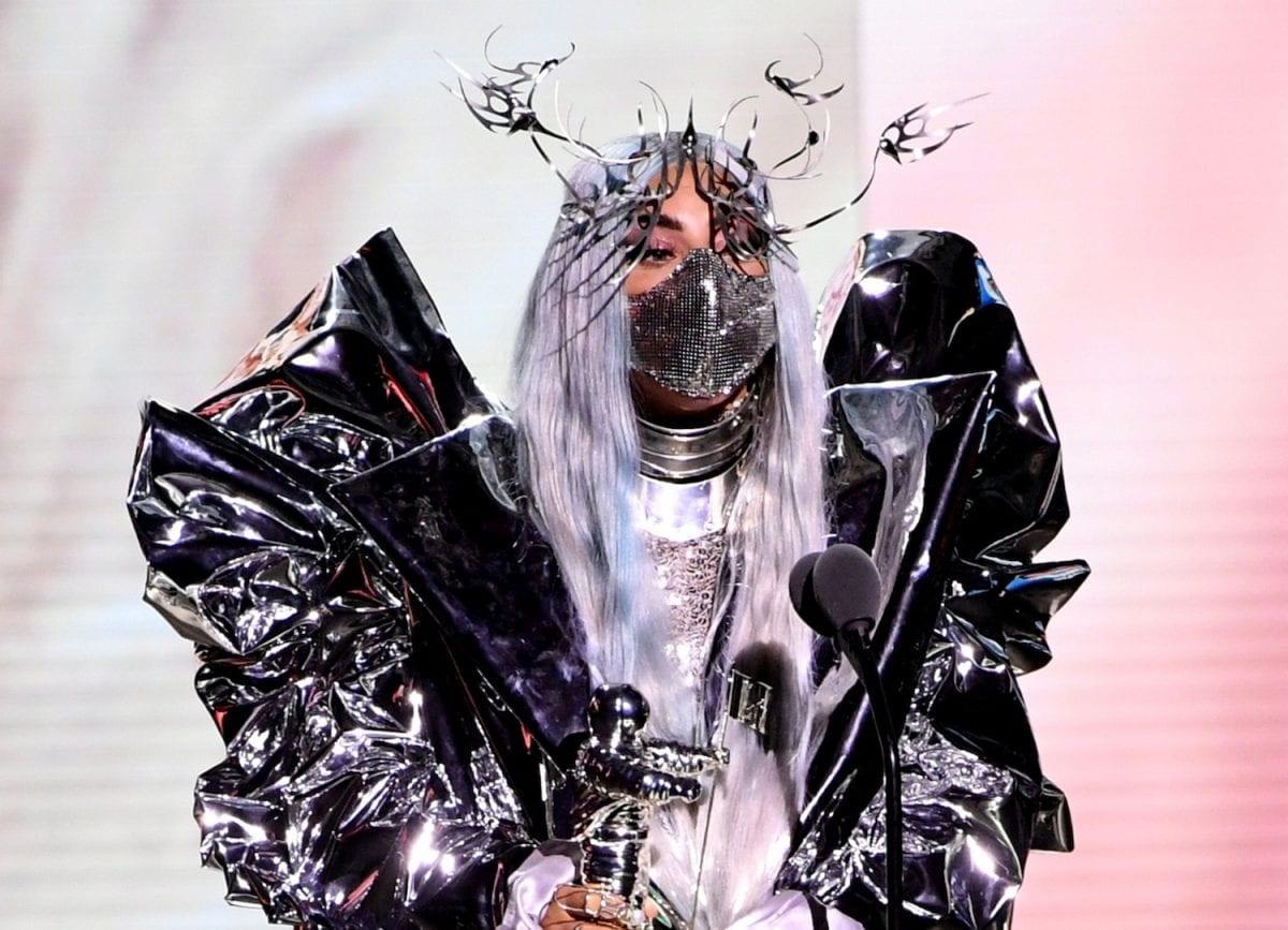 Lady Gaga recebe o primeiro TRICON Award do VMAs