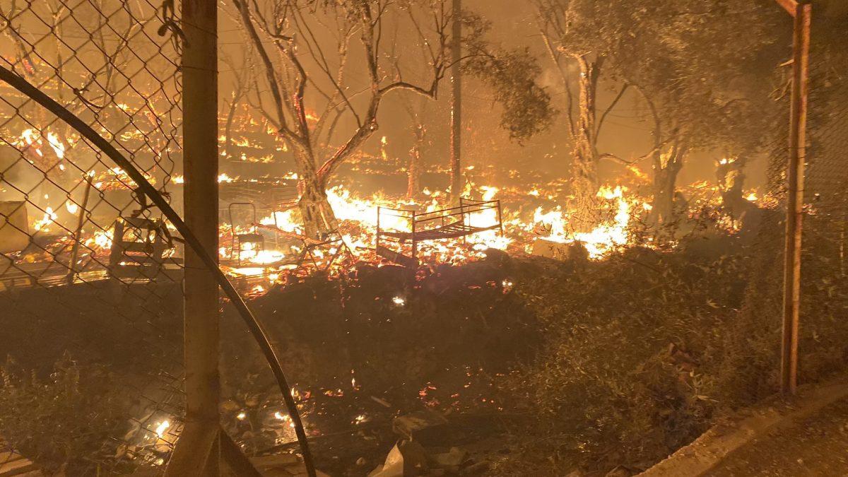 Grécia: incêndio provoca pavor em refugiados na ilha de Lesbos
