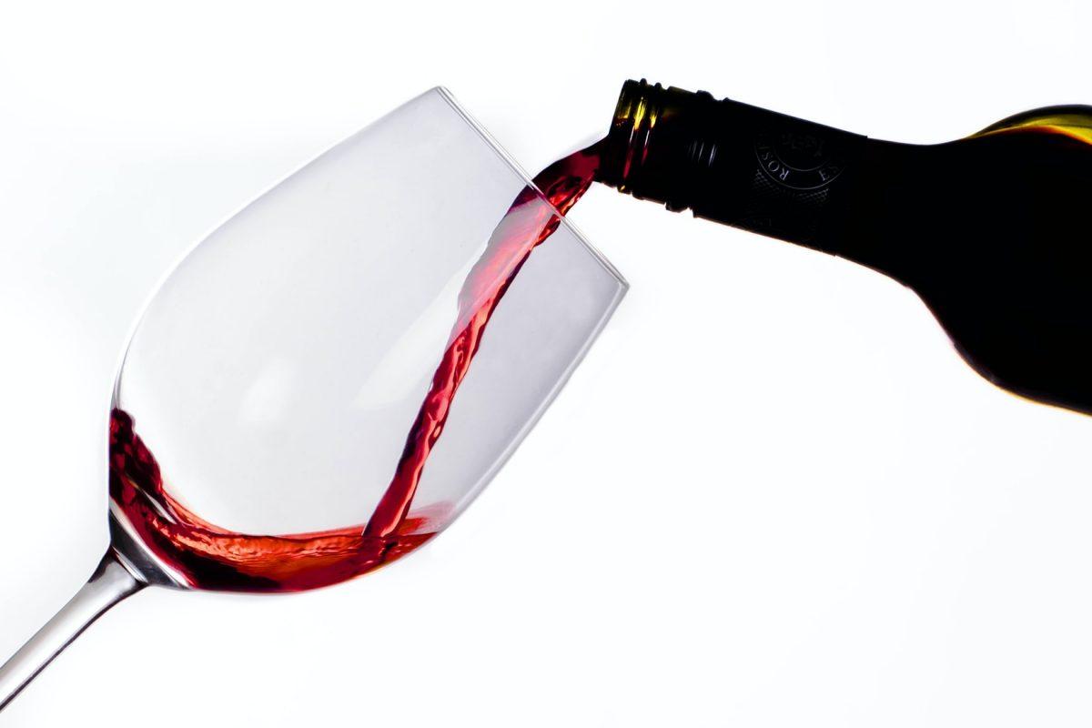 Sair da dieta com chocolate ou com vinho?