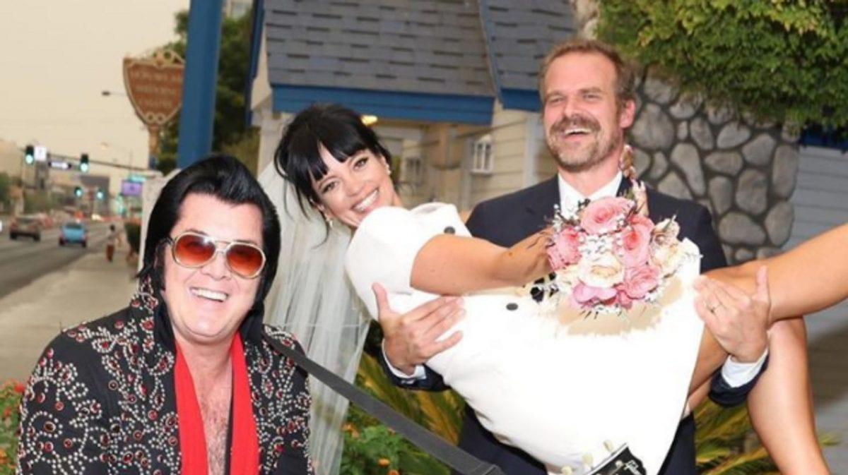 Lily Allen casa com astro de 'Stranger Things', David Harbour