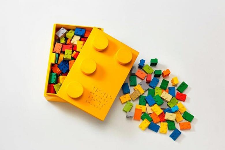 Até 2030, a Lego pretende ser 100% sustentável. Substituirá o uso de plástico nos produtos e em sacolas, além de diminuir desperdício de água.