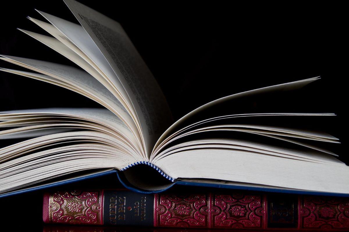 Confira cinco livros que todo jornalista deveria ler