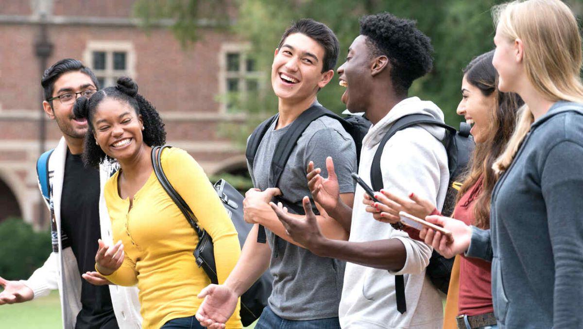 Conheça 5 personalidades que frequentaram sua universidade