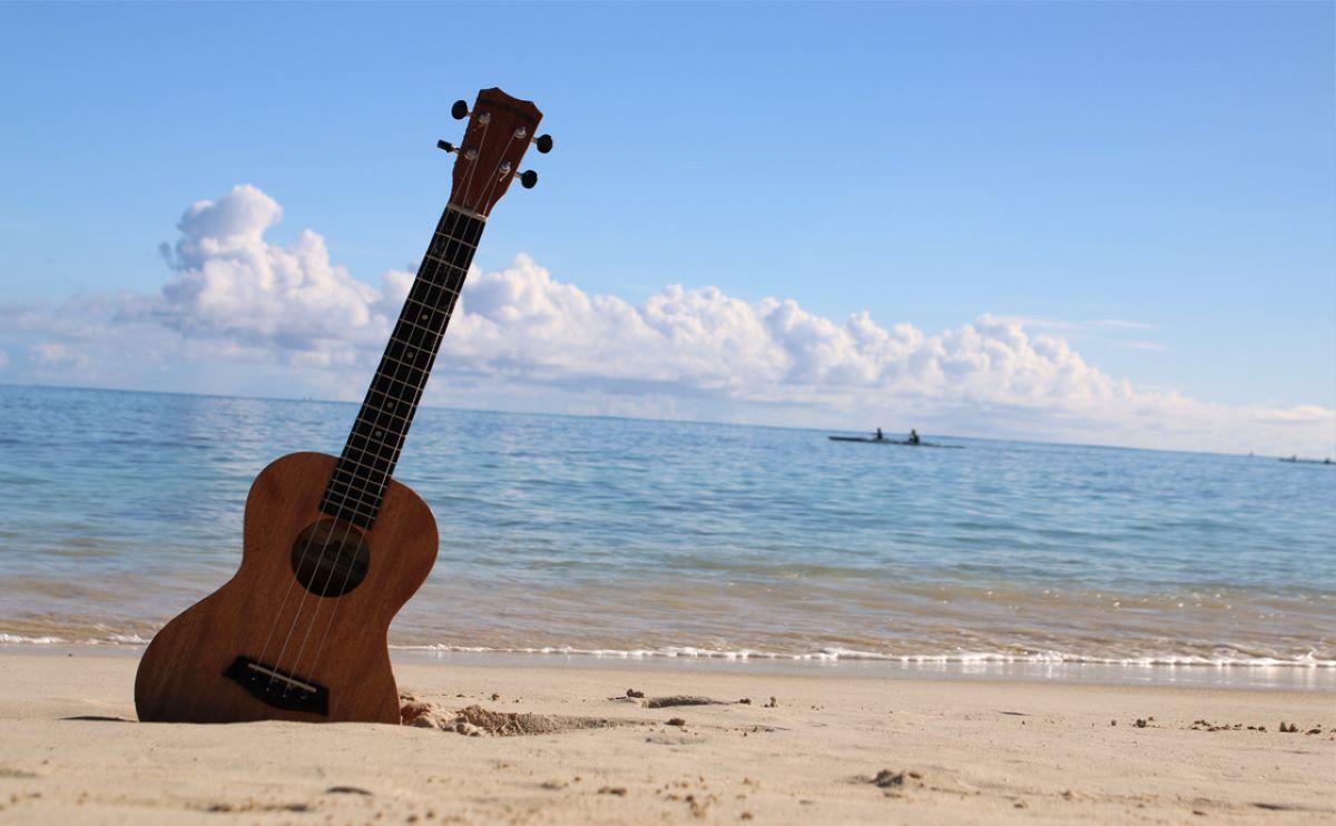 Veja 5 músicas para adicionar à sua playlist 'pé na areia'
