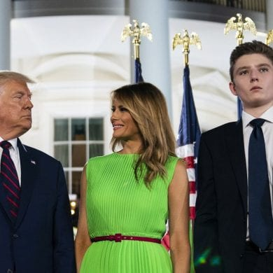 Melania, Donald e Barron Trump testaram positivo para o coronavírus em outubro. FOTO: AP Photo/Evan Vucci