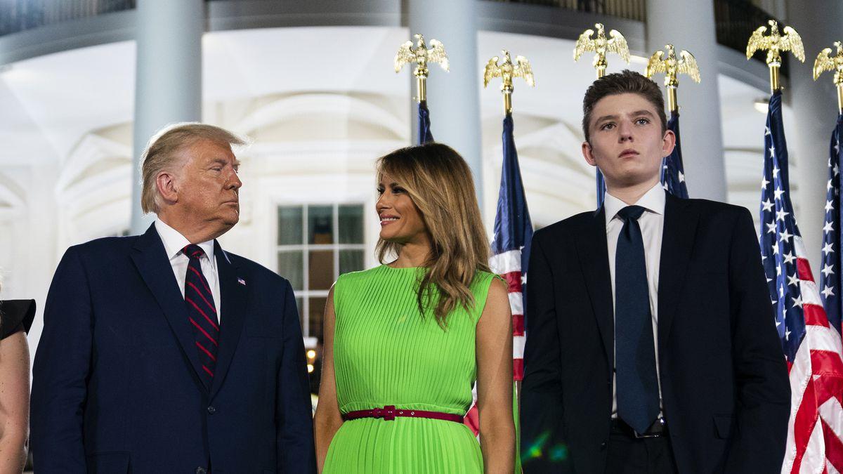 Barron Trump, filho de Donald Trump, testa positivo para a Covid-19