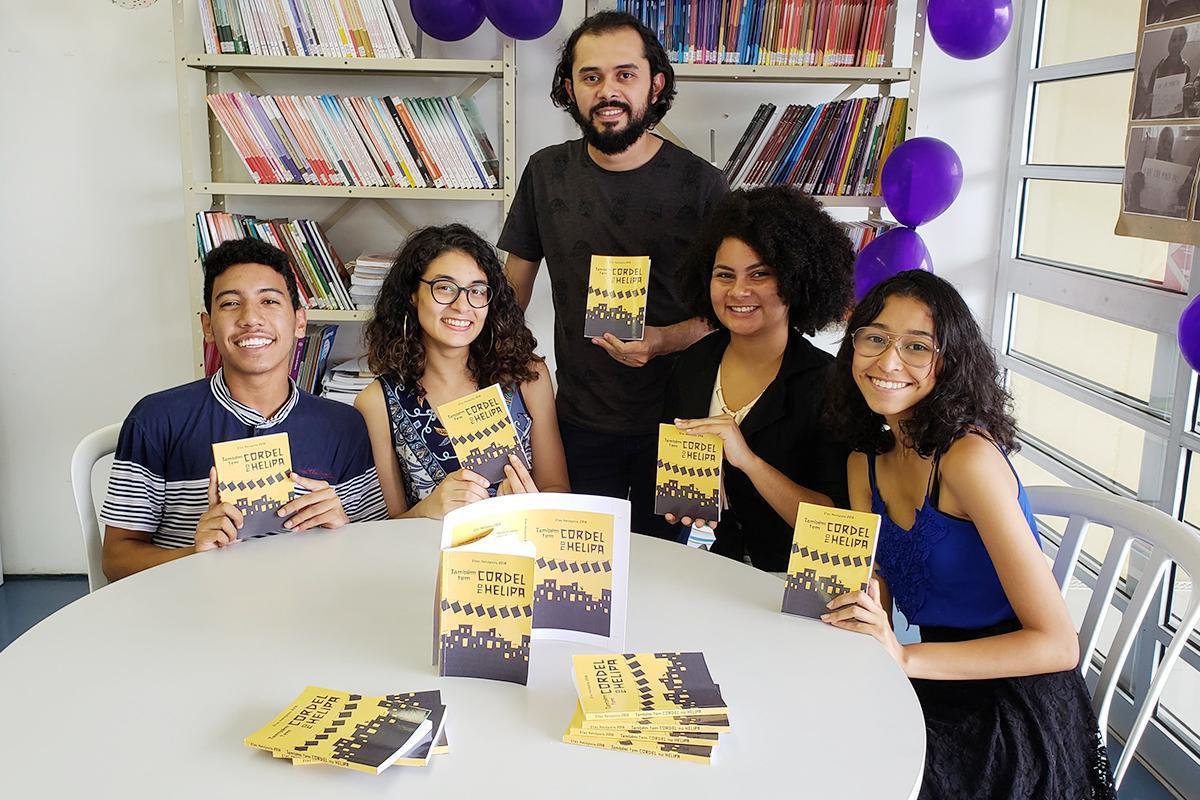Projeto realiza a publicação de livros de autores de Heliópolis