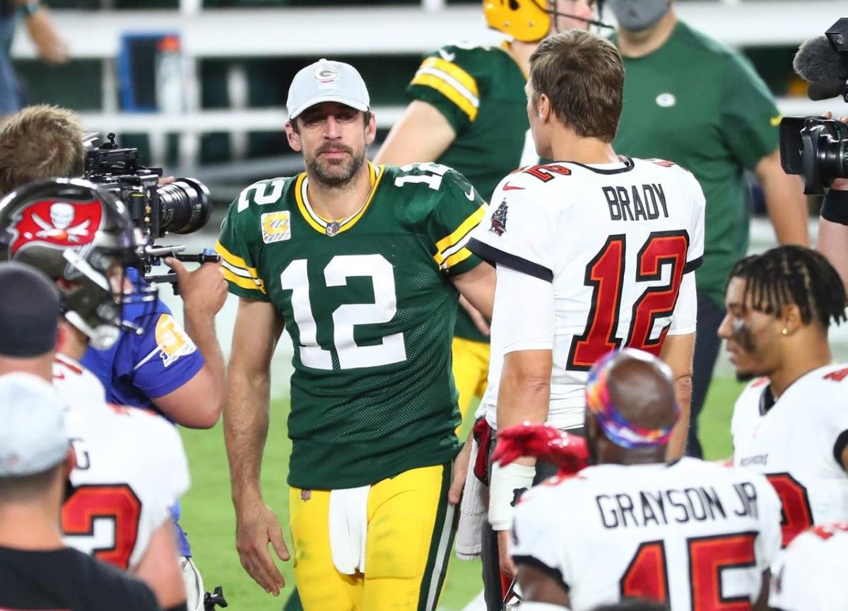 NFL: três invictos, jogos apertados e Brady contra Rodgers
