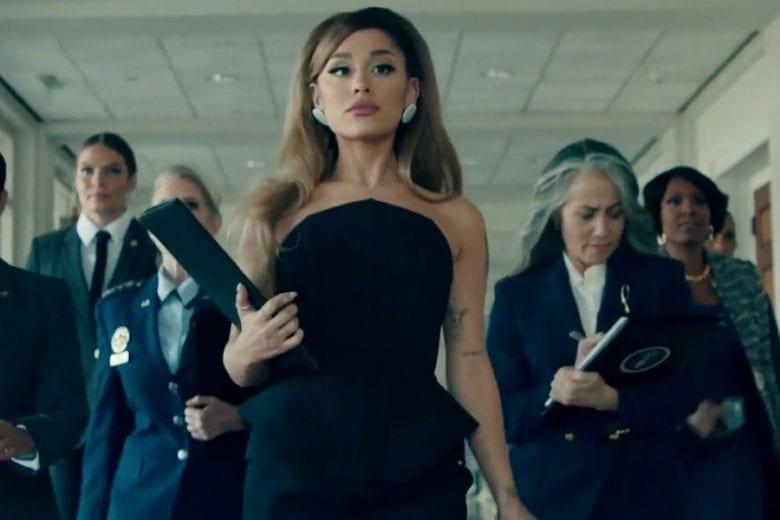"""Ariana Grande é presidente dos Estados Unidos em clipe de """"Positions""""."""