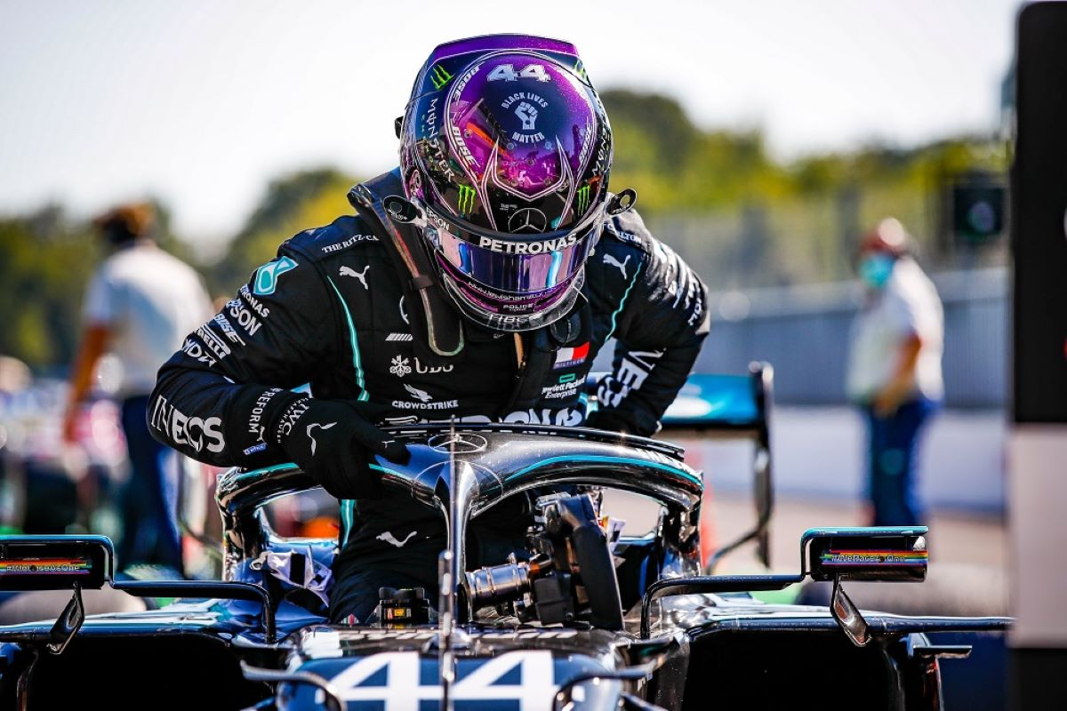 Hamilton ultrapassa Schumacher e se torna o maior vencedor da F1