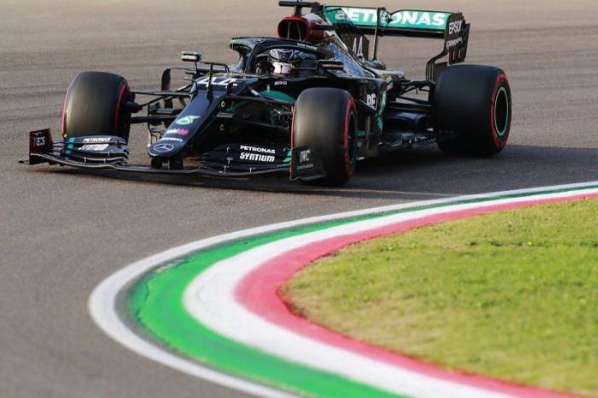 Vitória de Hamilton, Mercedes e abandonos no GP da Emilia Romagna