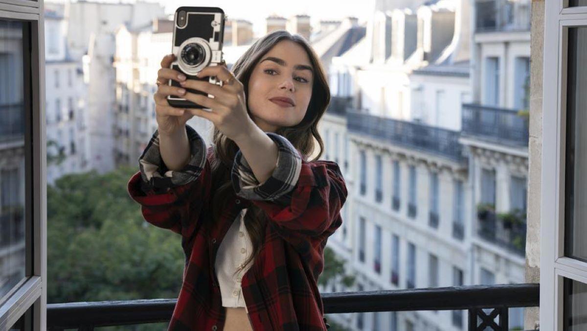 Veja 3 coisas sobre Paris que descobrimos com 'Emily in Paris'