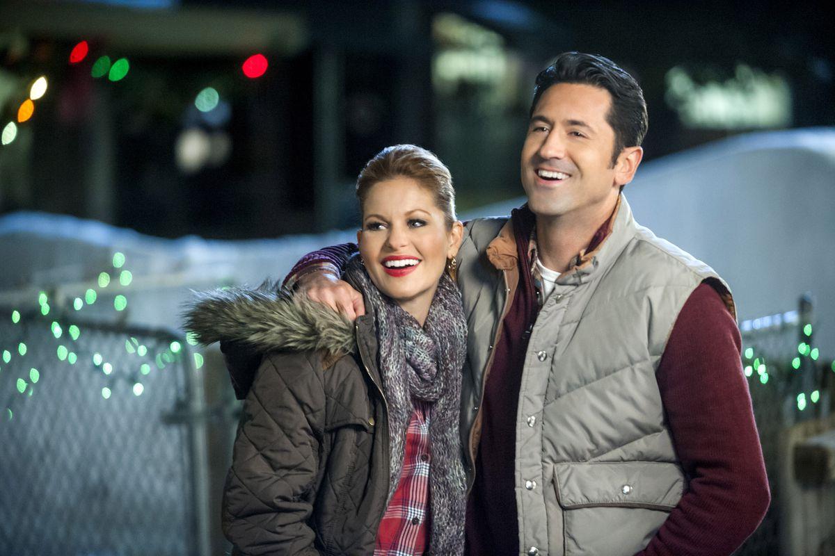 'Christmas Under Wraps': filme é opção para entrar no clima natalino