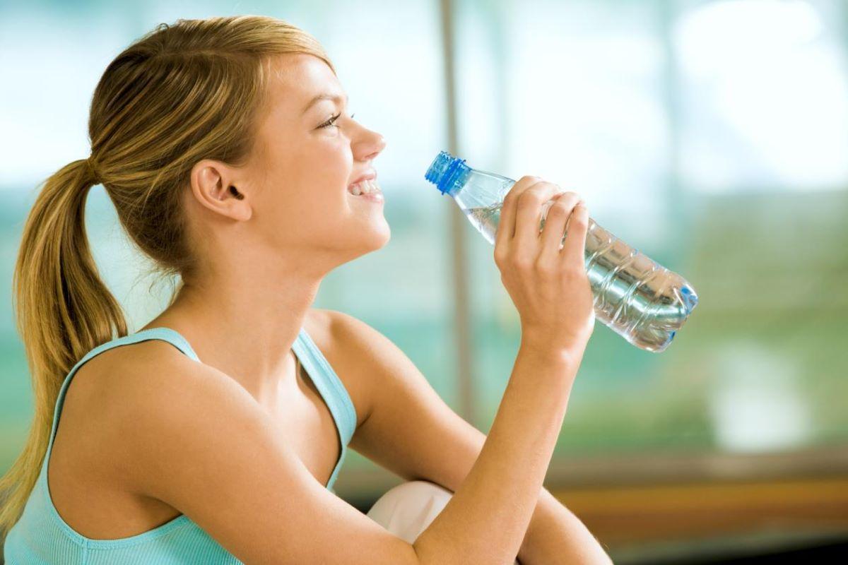 Como saber se você não está tomando água o suficiente?