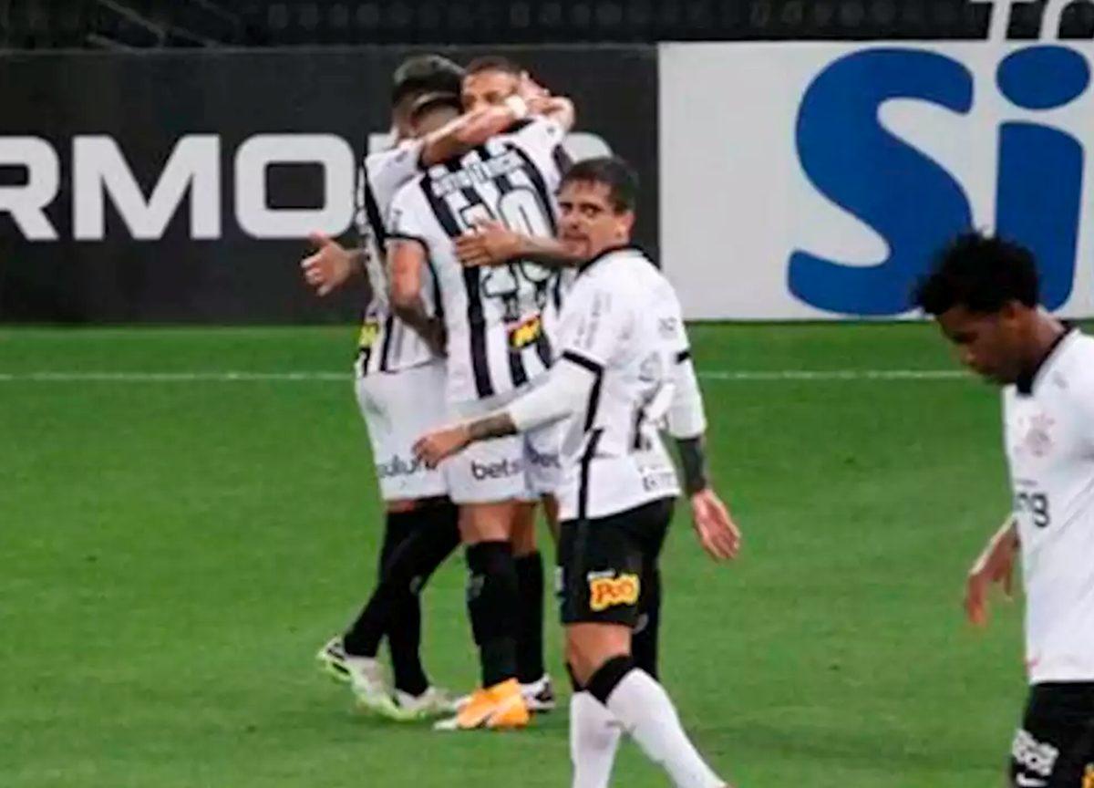 Corinthians 1 x 2 Atlético MG: Derrota pelo novo líder