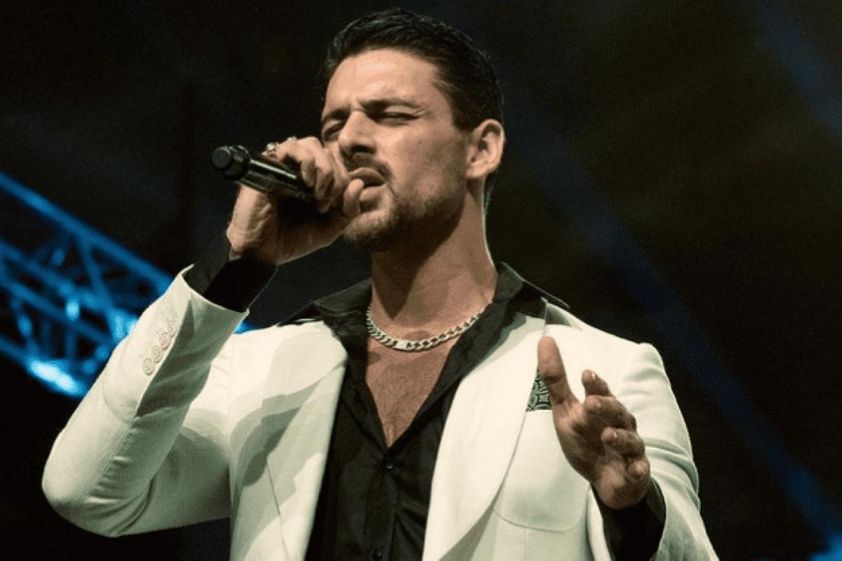Michele Morrone revela se prefere atuar ou cantar em seu Instagram