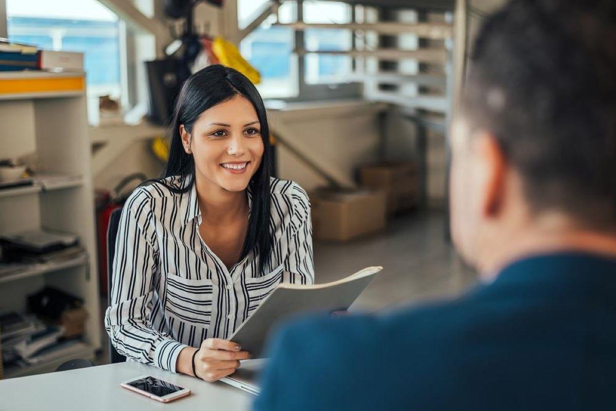 Saiba como se dar bem na primeira entrevista de emprego
