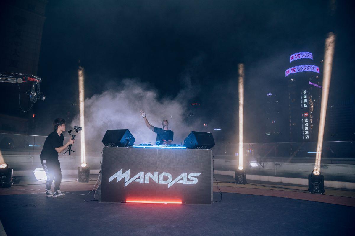 Noelson Teixeira, o DJ Mandas, fala sobre a quarentena em entrevista