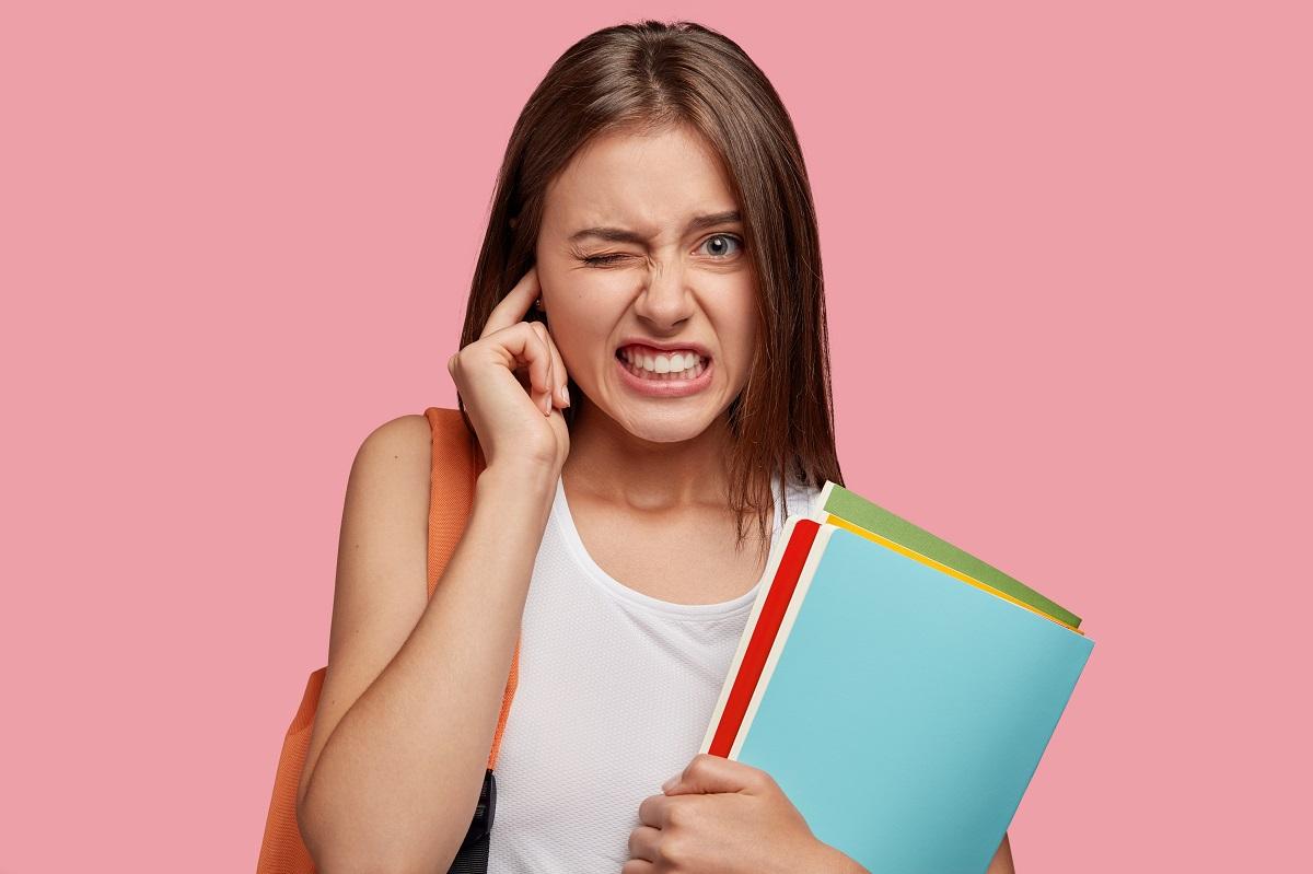 Ouvido entupido: 7 ações que podem te livrar desse mal