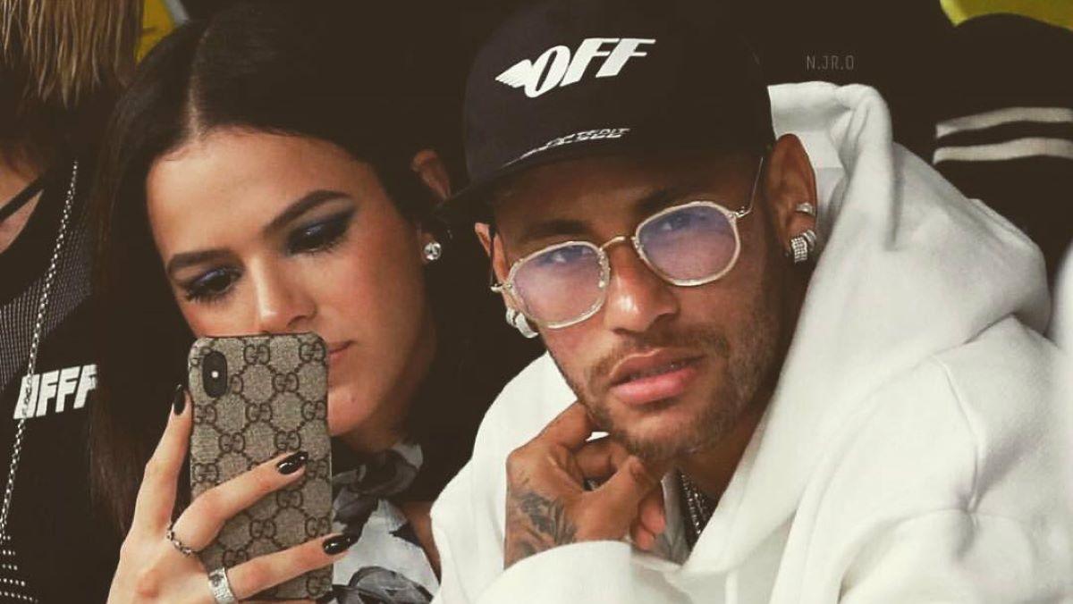 Neymar desarquiva fotos com Bruna Marquezine e internautas reagem