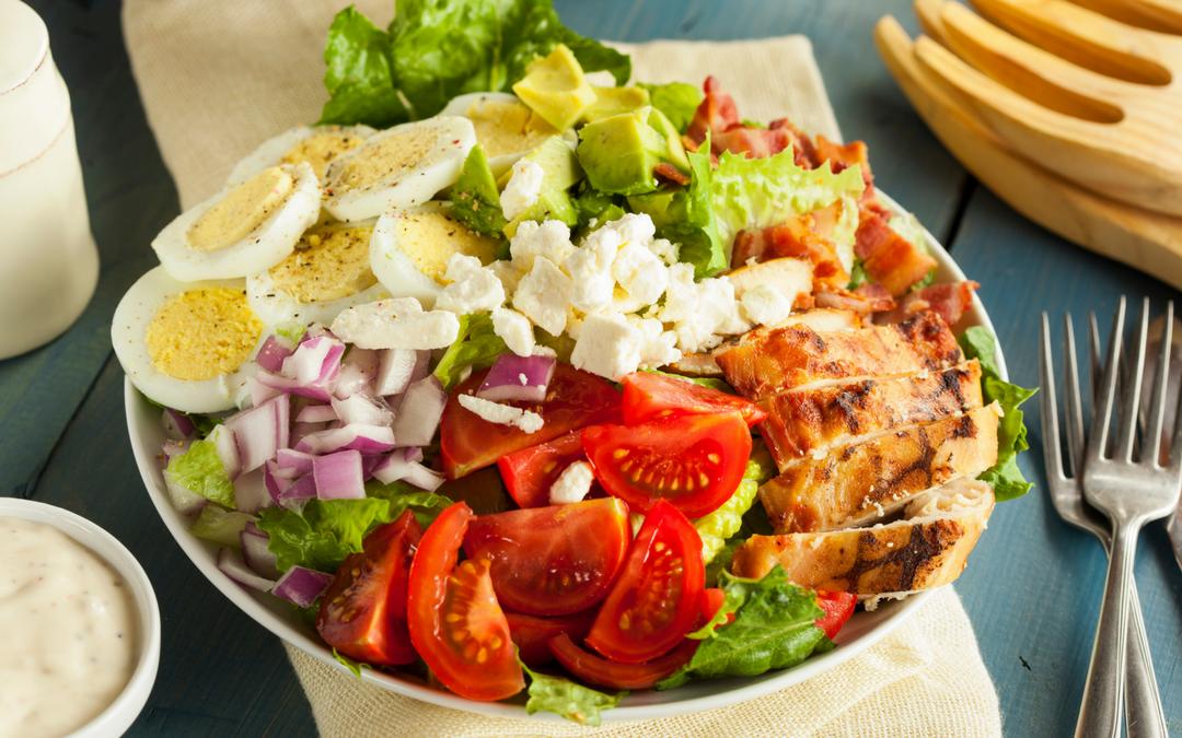 A dieta Low Carb é uma das queridinhas da internet e uma das melhores dietas de 2020.