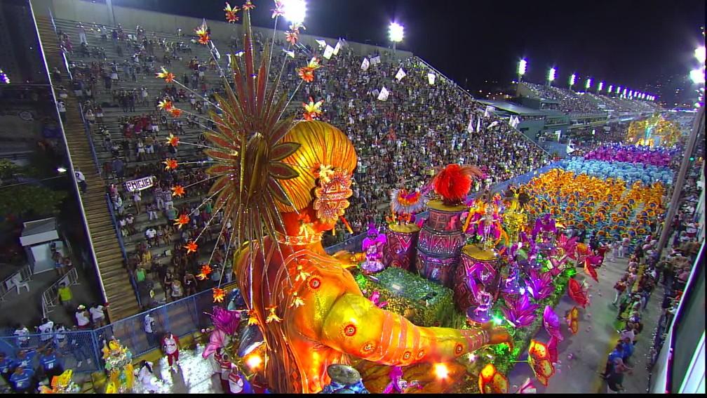 Os desfiles de escola de samba no Rio de Janeiro são populares emtodo o País.