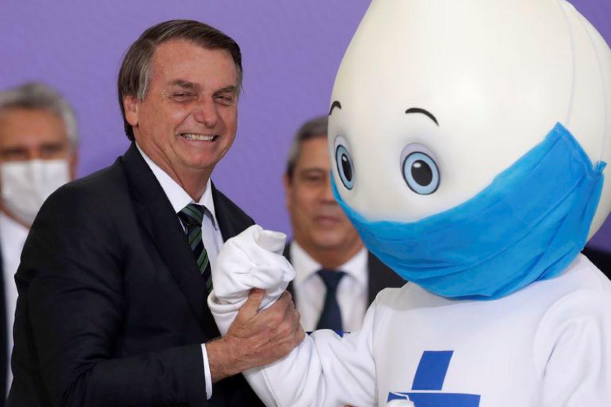 Opinião: Por que Bolsonaro reluta em vacinar a população brasileira?