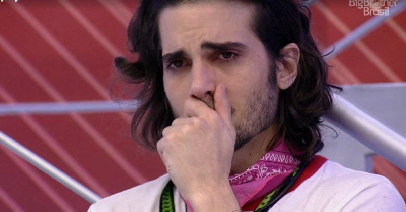 Fiuk chora muito durante o jogo e internautas cancelam o artista por isso.