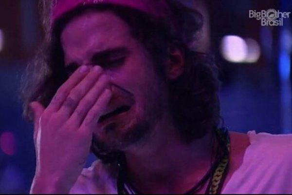 Fiuk chorando durante a festa do BBB21.