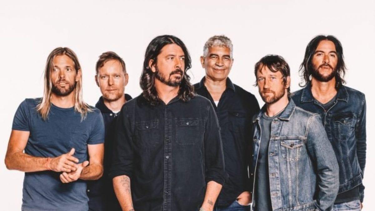 """Foo Fighters lança novo álbum, """"Medicine At Midnight"""""""