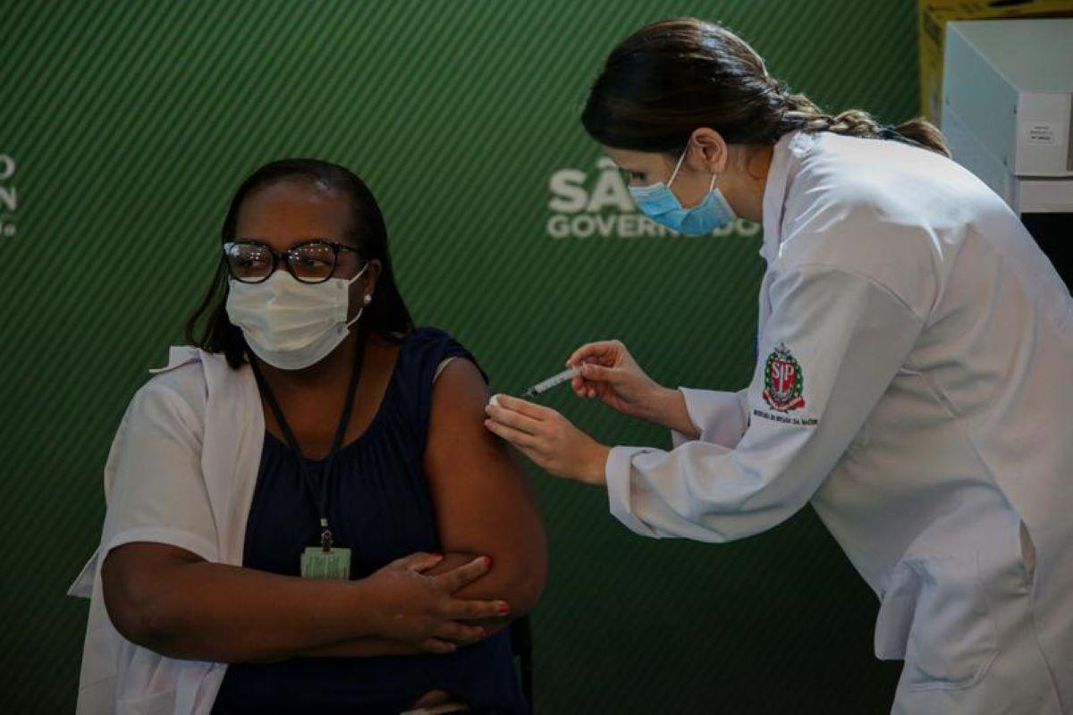 Vacinação: especialistas afirmam que Brasil pode demorar 4 anos para atingir imunidade