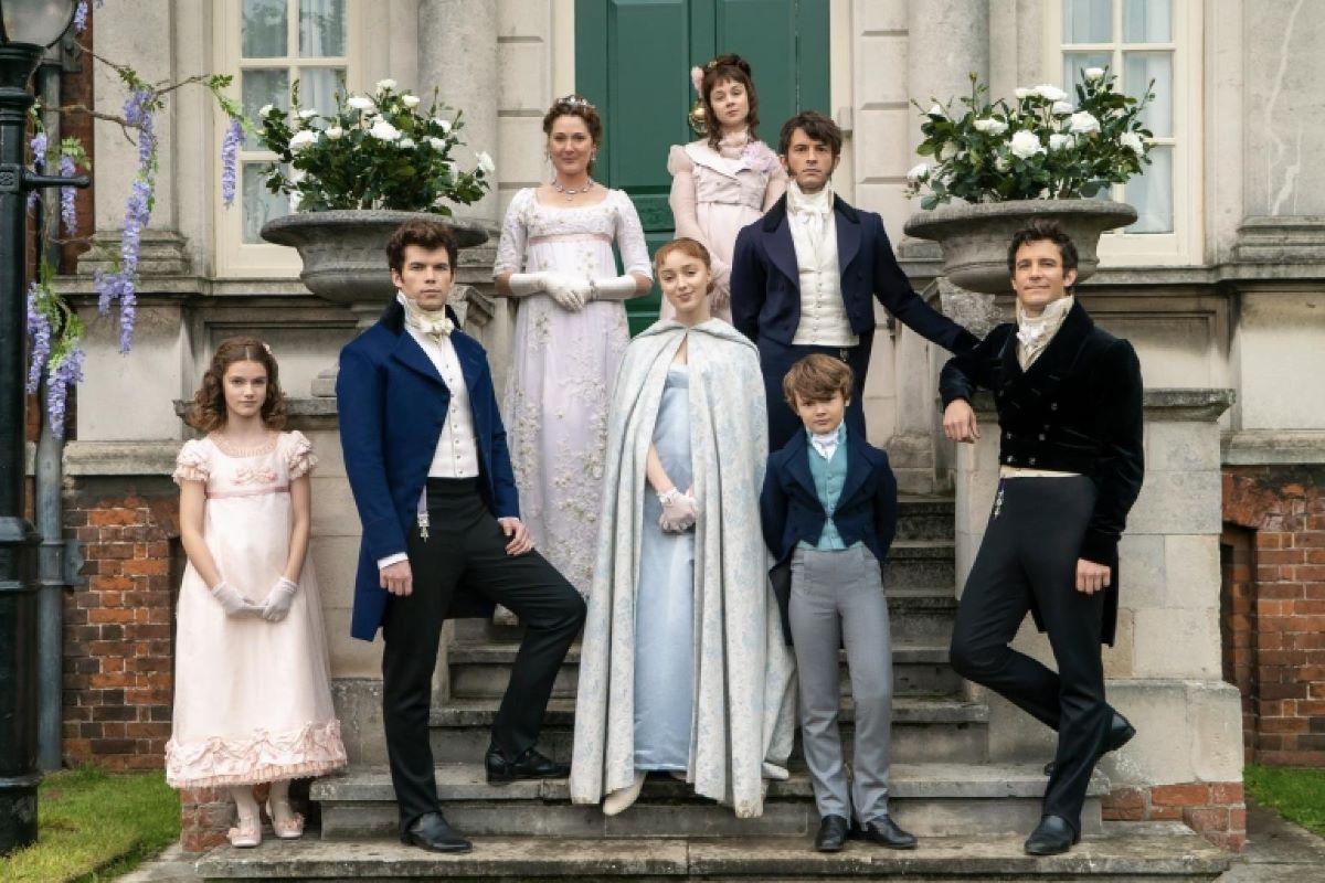 'Bridgerton' vai além do esperado e dos clichês – leia a crítica