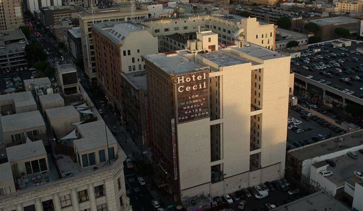 'Cena do Crime – Mistério e Morte no Hotel Cecil' – leia a crítica