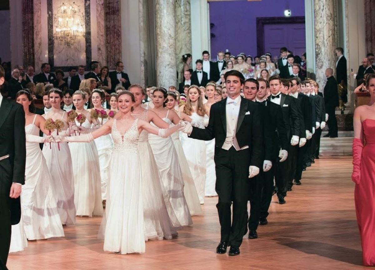 O que é a temporada de bailes de Viena?