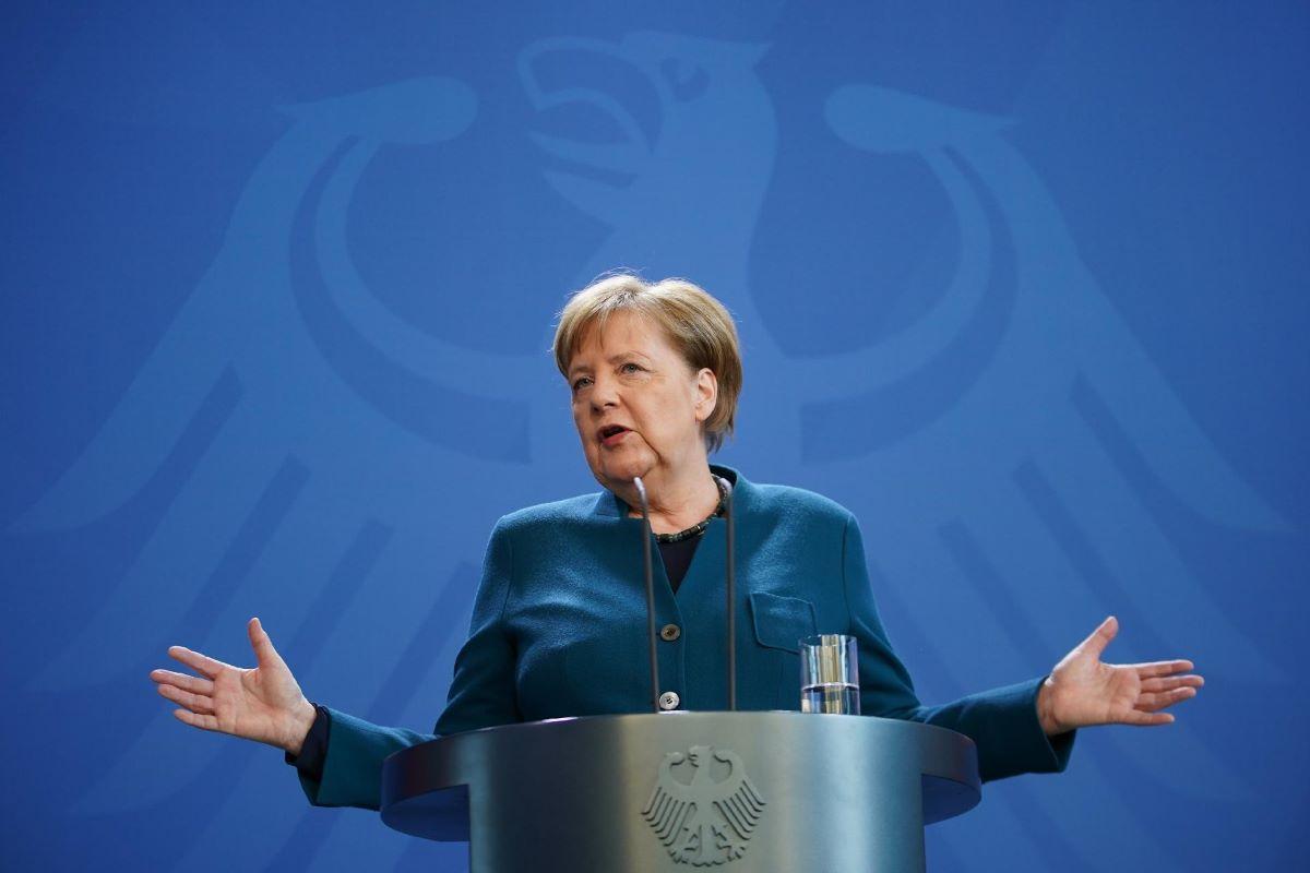 """Angela Merkel afirma que europeus terão """"passaporte de vacinação"""""""