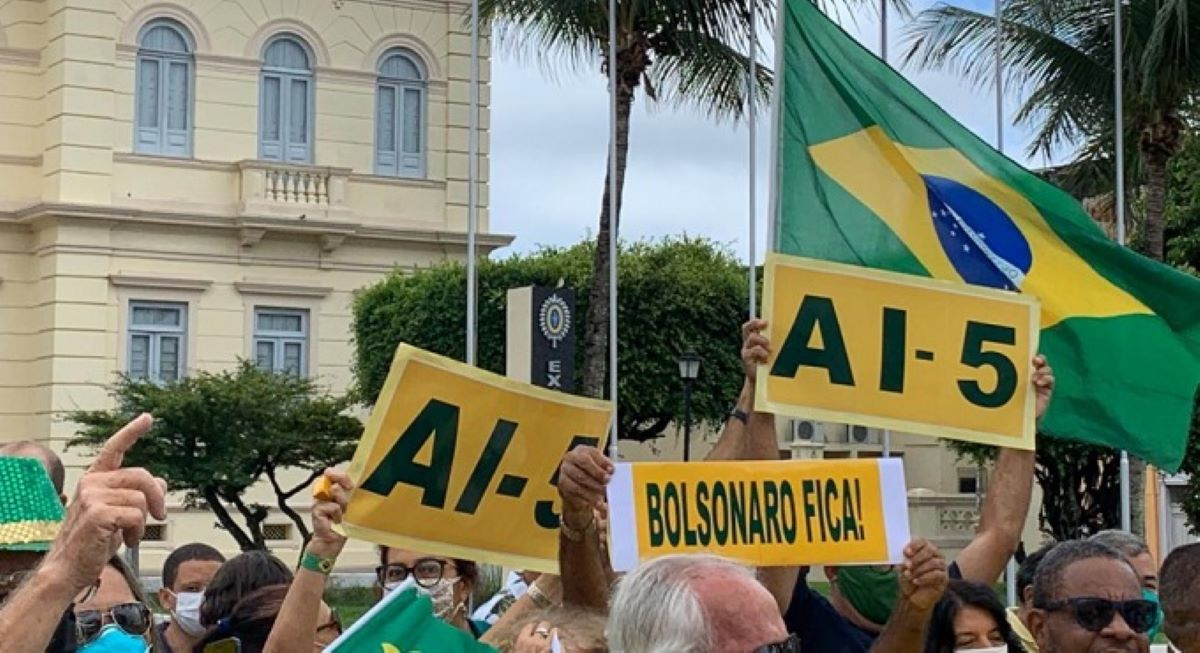Opinião: ataques de Bolsonaro à imprensa através das menções ao AI-5