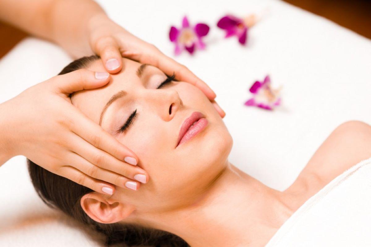 Confira cinco tipos de massagem para o rosto