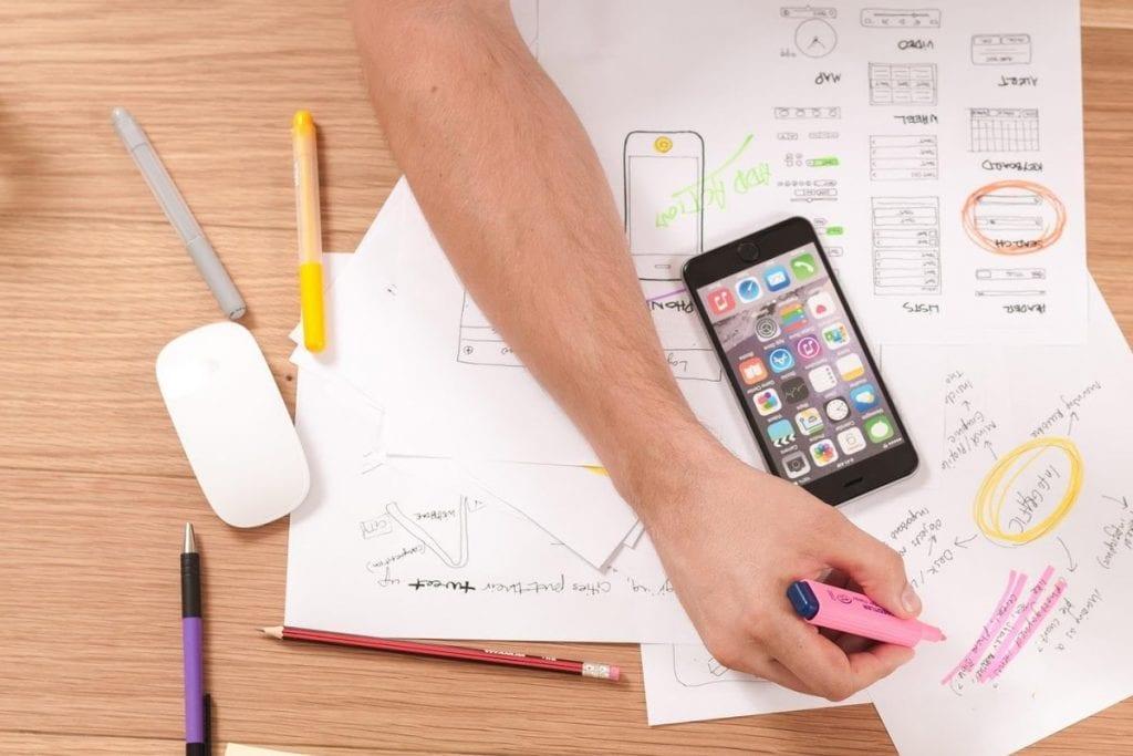 A utilização de cronogramas de postagens nas redes sociais podem aumentar o engajamento nas plataformas digitais.