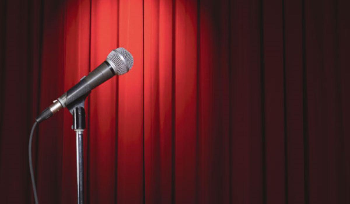 5 comediantes de stand-up para assistir e se divertir no isolamento