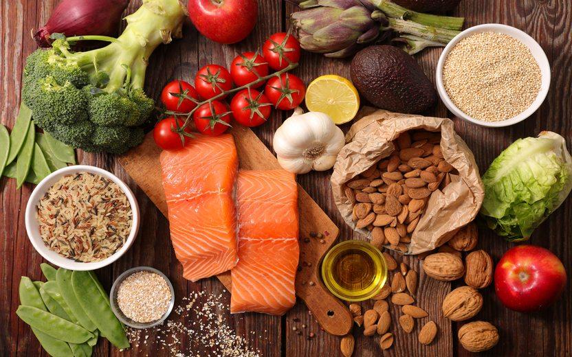 Coma alimentos que ajudem a perder peso e manter sua saúde.
