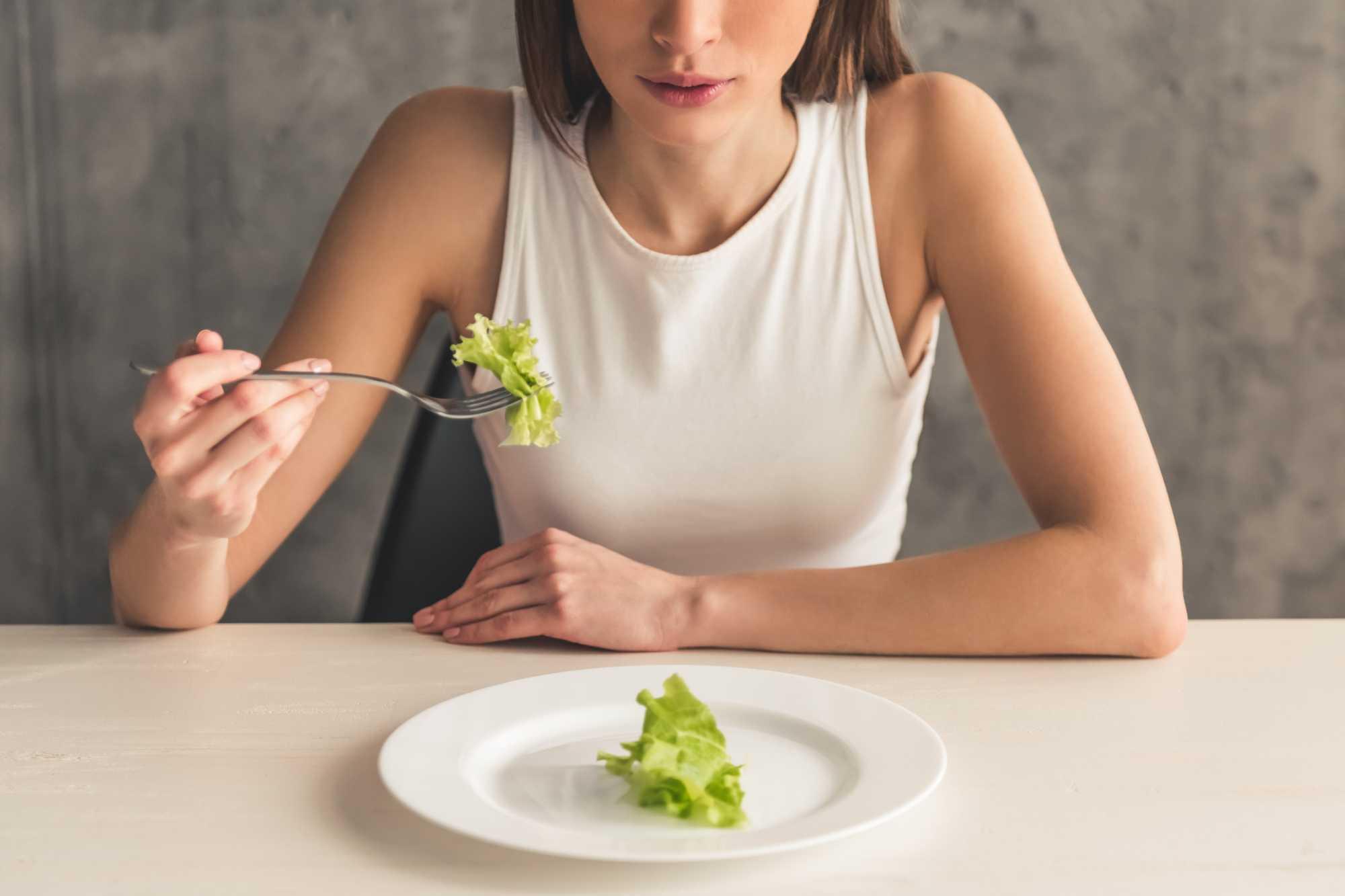 Uma dieta restritiva ajuda aemagrecer rápido, porém, não é saudável.