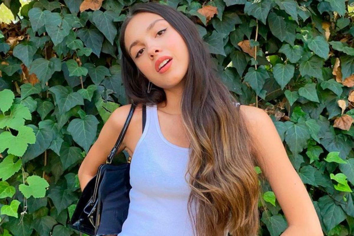 Olivia Rodrigo, cantora que bateu recordes nas plataformas mundiais