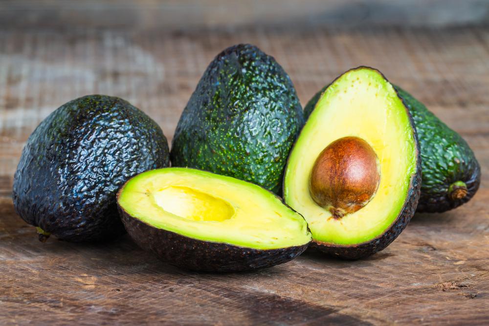 Pequenas porções de abacate ajudam a emagrecer.