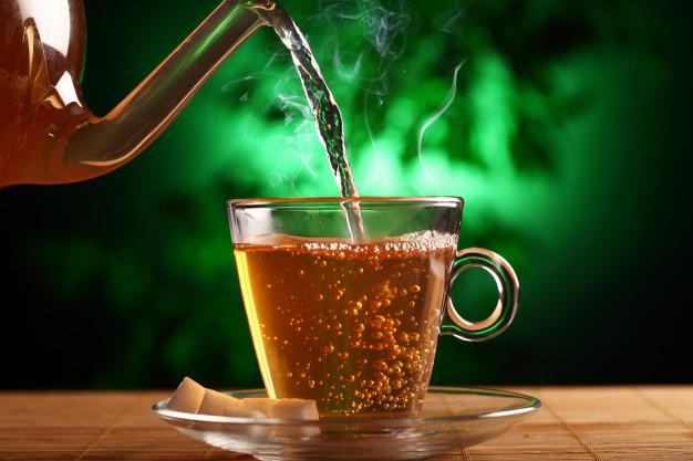 Chá verde pode substituir o café durante o café da tarde.