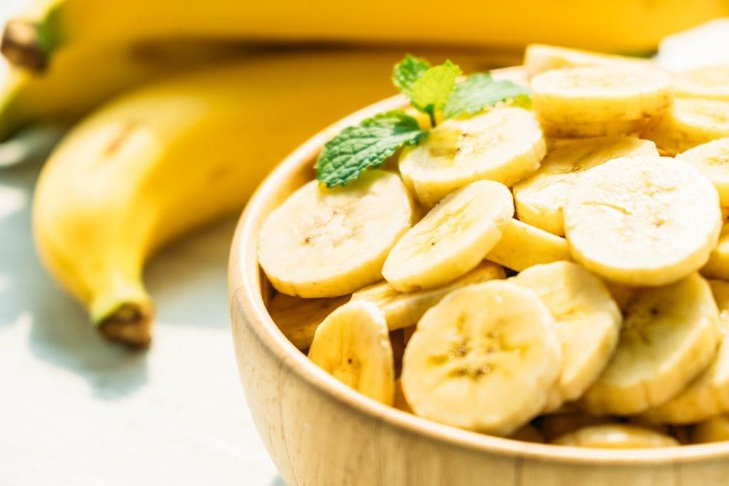 As bananas são uma das seis frutas que ajudam a emagrecer rápido e saudável.
