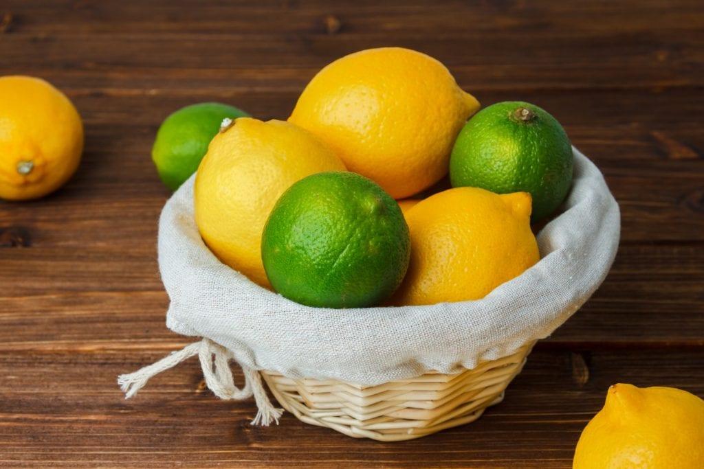 O limão é uma das seis frutas que ajudam a emagrecer rápido e saudável.